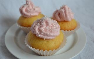 Ananas-Kokos-Cupcakes 3 Stück mit rosa Topping