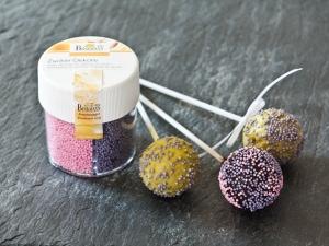Popcake mit violetten Zuckerperlen