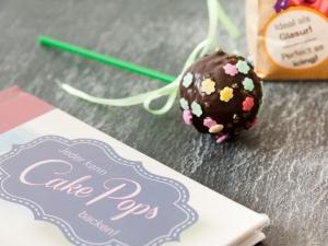 Popcake mit Zuckerdekor in Blümchenform