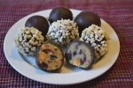 Einfaches Rezept für Marzipankugeln mit Pistazien und Cranberrys, mit Schokoüberzug, toll als Geschenk, Carl Tode Göttingen