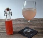 Hausgemachter Rhabarbersirup, schmeckt in Sekt oder Mineralwasser, einfaches Rezept, Carl Tode Göttingen
