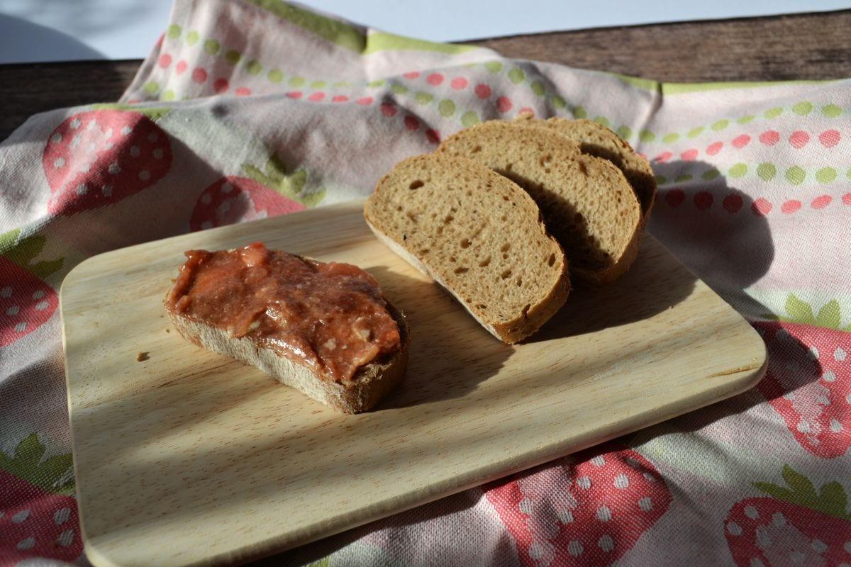 Carl Tode präsentiert ein Kundenrezept für Erdbeermarmelade mit weißer Schokolade, ausgefallenes für den Frühstückstisch
