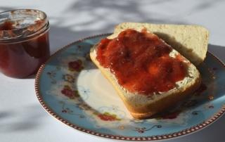 Carl Tode präsentiert ein Rezept für Erdbeermarmelade mit Tonkabohne, lecker und besonders, auch für Anfänger