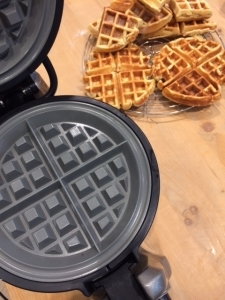 buttermilchwaffeln mit kitchenaid. Black Bedroom Furniture Sets. Home Design Ideas