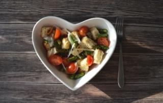 Rezept für Brotsalat mit Tomaten und grünem Spargel, Salat