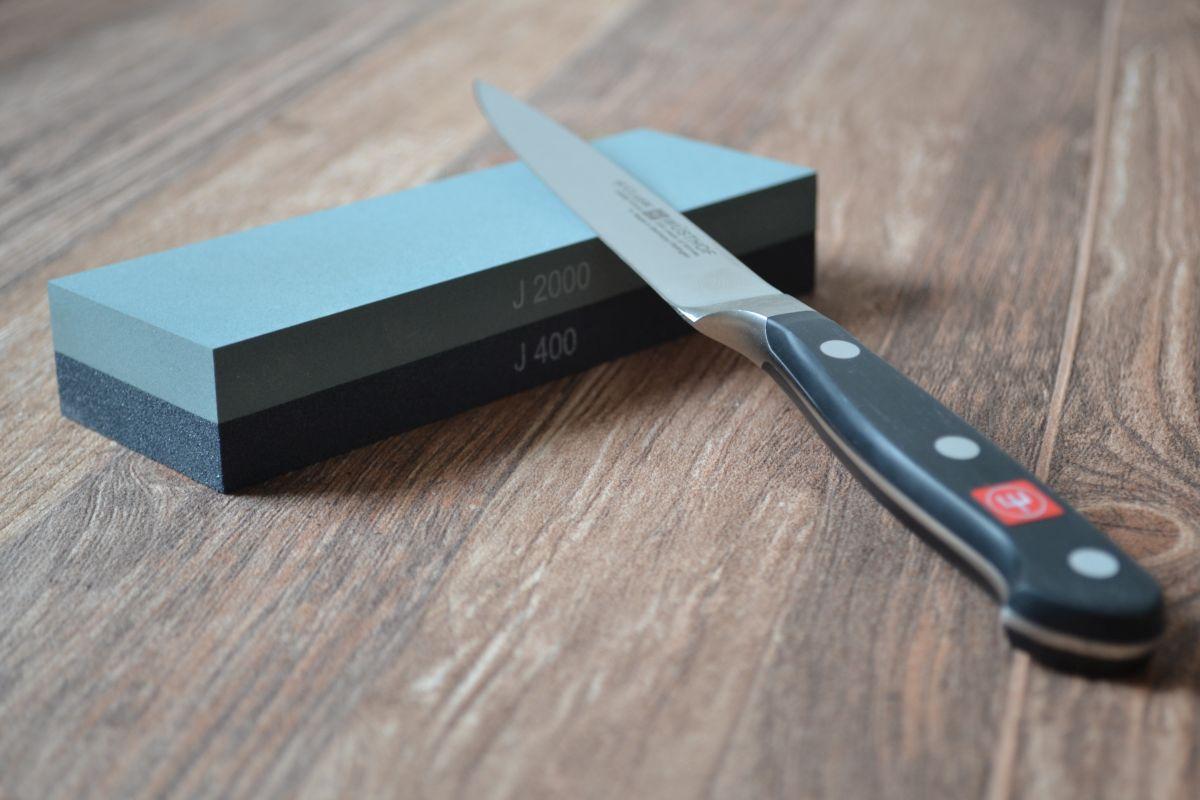 Messerschärfen mit einem Wetzstein, Carl Tode Göttingen