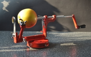 Äpfel ganz schnell schälen mit der Apfelschälmaschine von Zassenhaus, Carl Tode Göttingen
