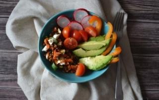 Carl Tode Göttingen erklärt Buddha Bowl, Schüssel mit gesundem Inhalt, Salat und Stärkebeilage, jetzt entdecken
