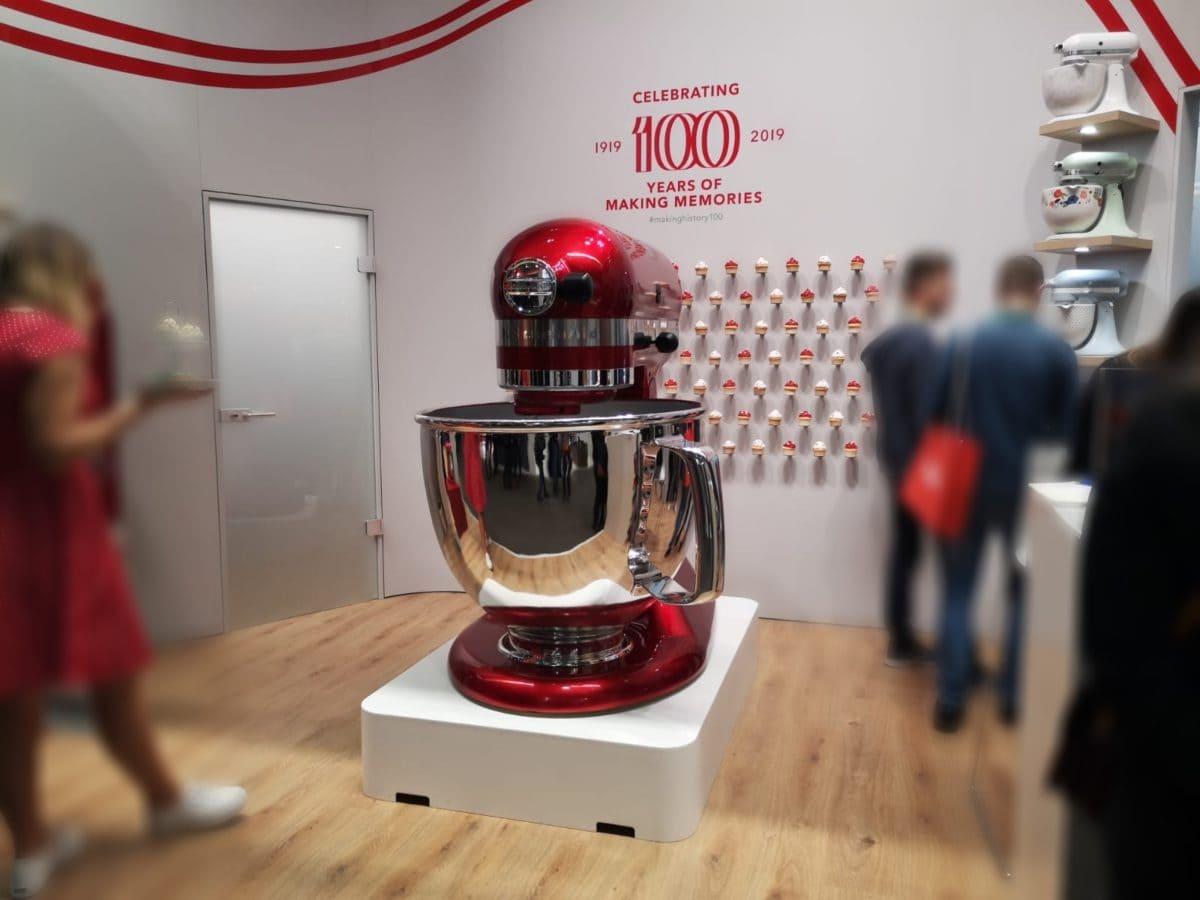 KitchenAid, GIANT Mixer, Küchenmaschine, 100 Jahre, Jubiläum, lebensgroß, Carl Tode, Vorführung, Event